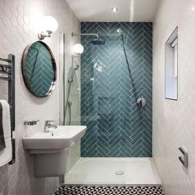 Salle de bain intérieure avec porc carrelé