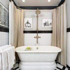 Plancher noir et blanc dans une salle de bain séparée