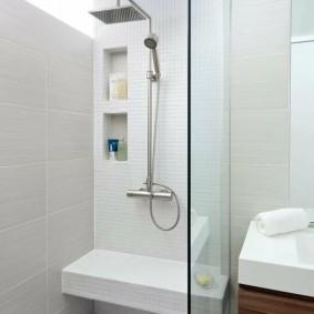 Banc confortable sous la douche