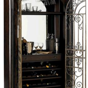 tủ gỗ có cửa rèn