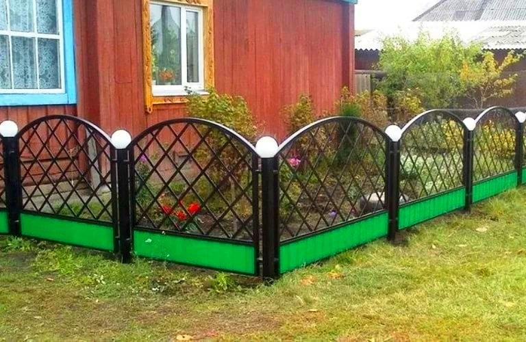 Belle clôture métallique pour le jardin avant
