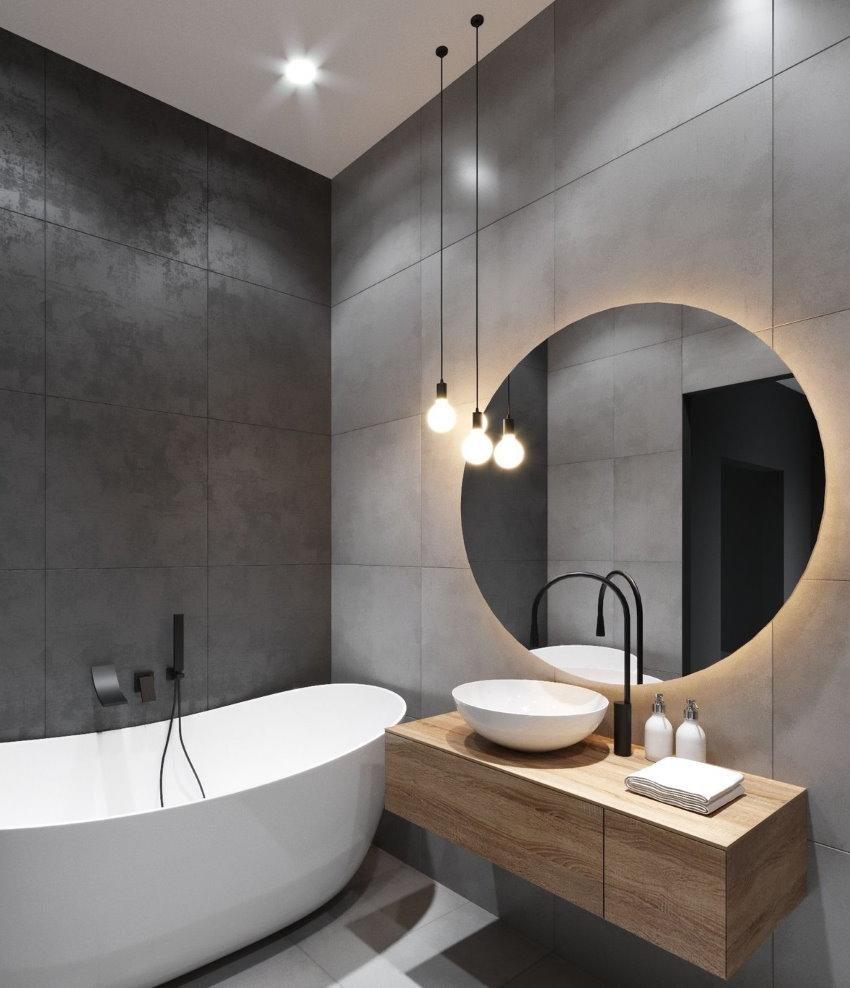 Miroir rond dans une baignoire compacte de style moderne