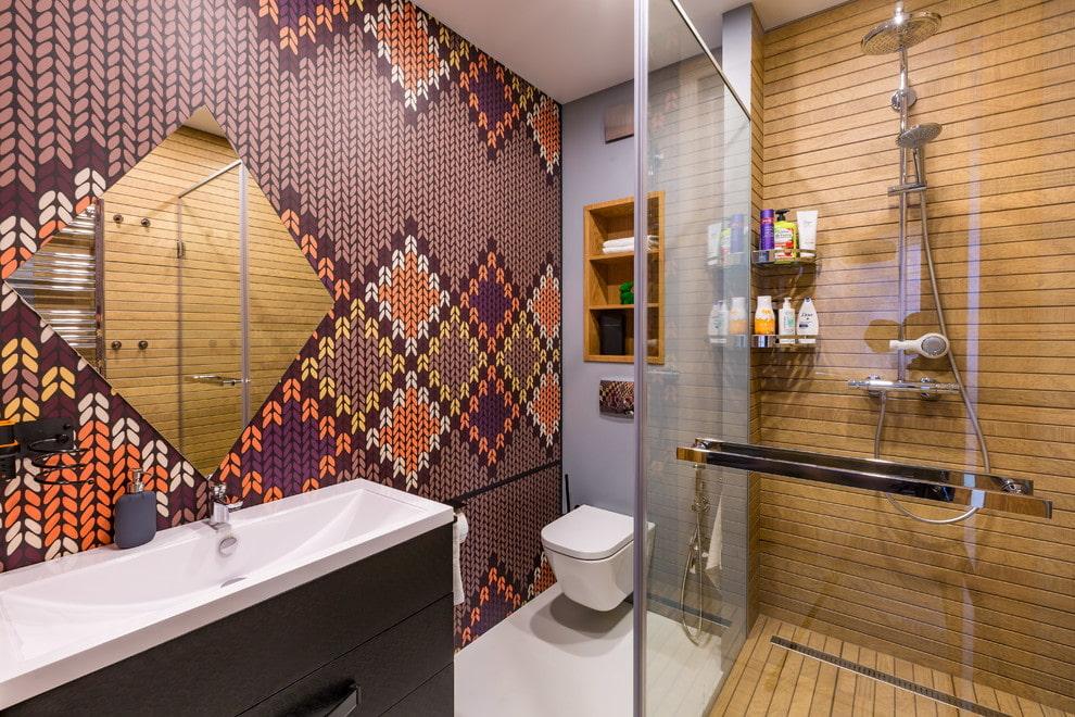 Belle mosaïque dans la salle de bain avec douche