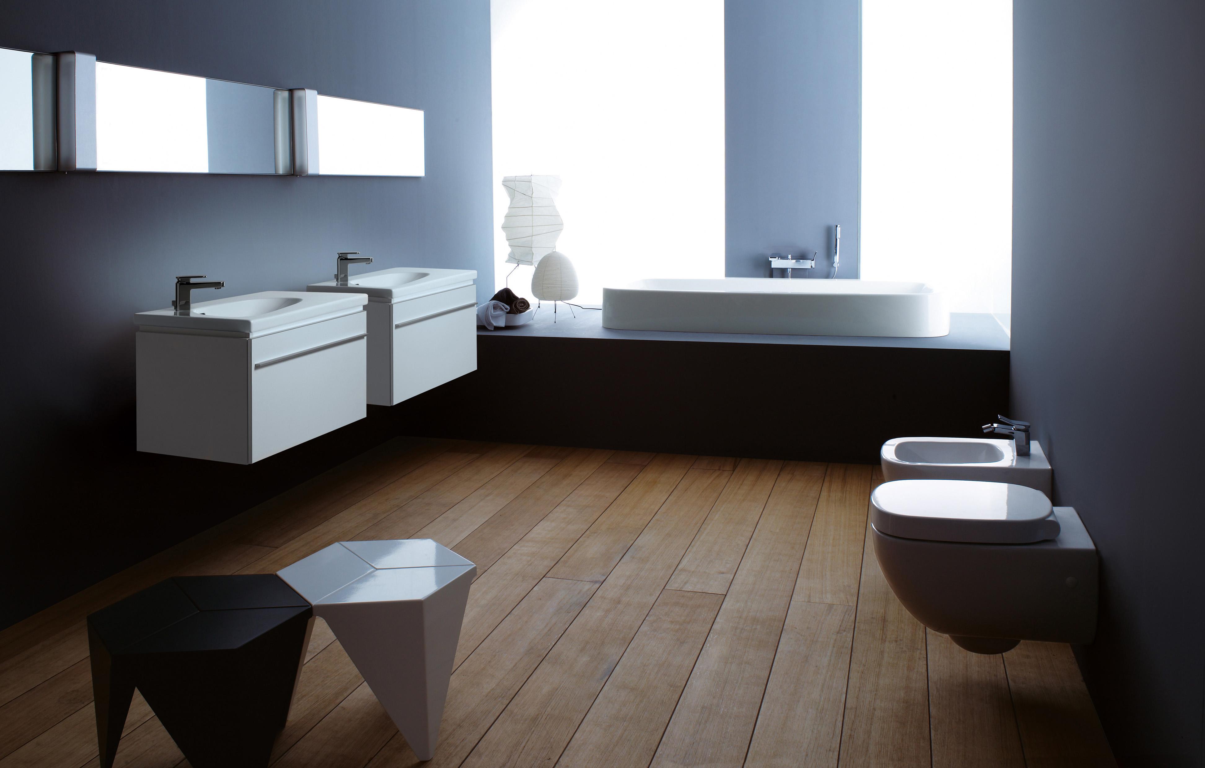 plomberie à charnière dans la salle de bain