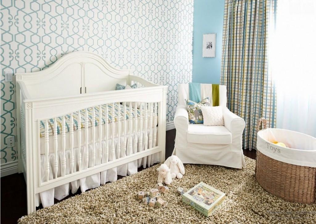 Papier peint en papier clair dans une chambre de bébé