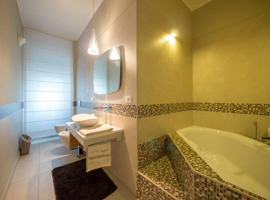 Aménagement d'une salle de bain combinée avec WC