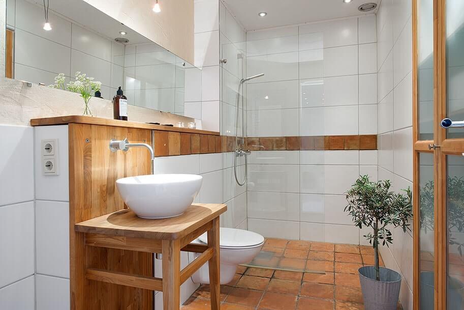 Lavabo en bois de style scandinave avec évier