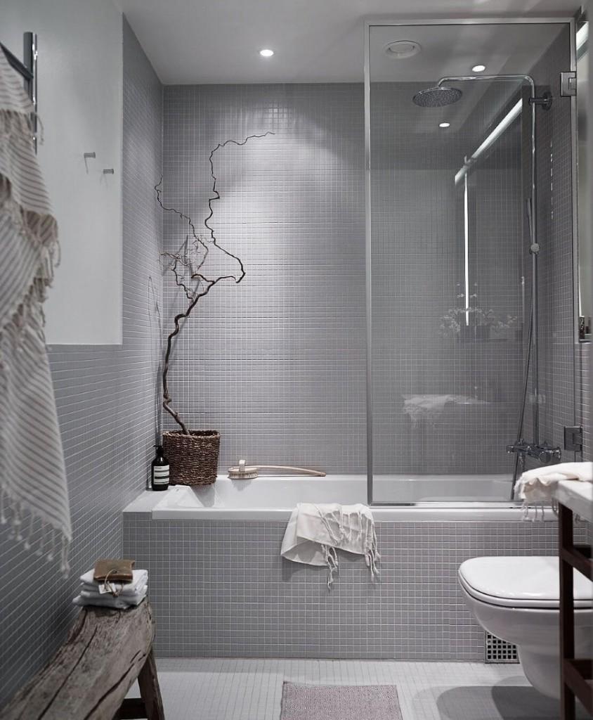 Petits carreaux gris dans une salle de bain de style moderne