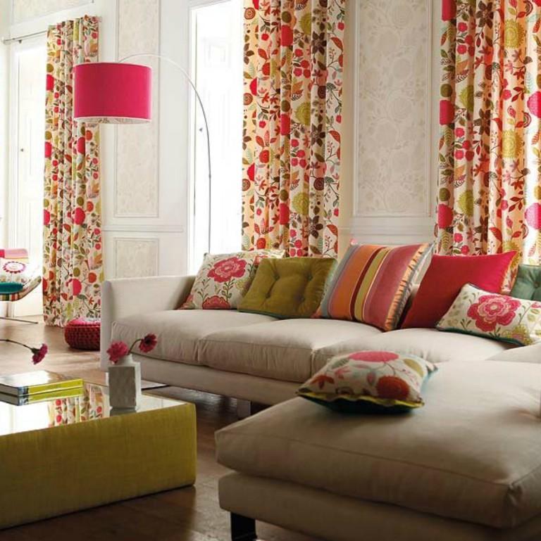 La sélection de rideaux dans la chambre pour les textiles sur le canapé
