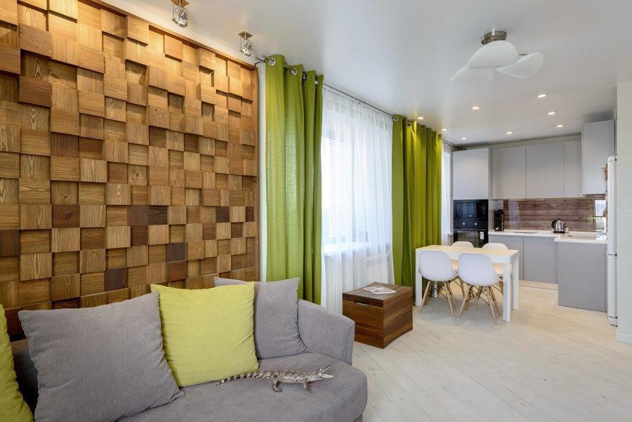 Rideaux verts dans une cuisine de salon lumineuse