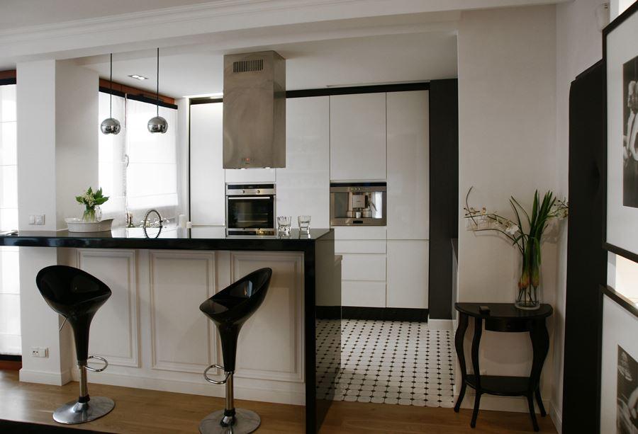 Support de partition dans un appartement moderne