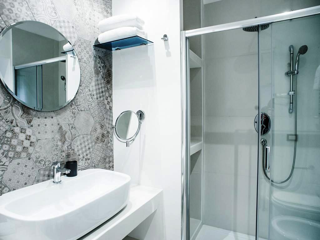 phòng tắm có vòi sen