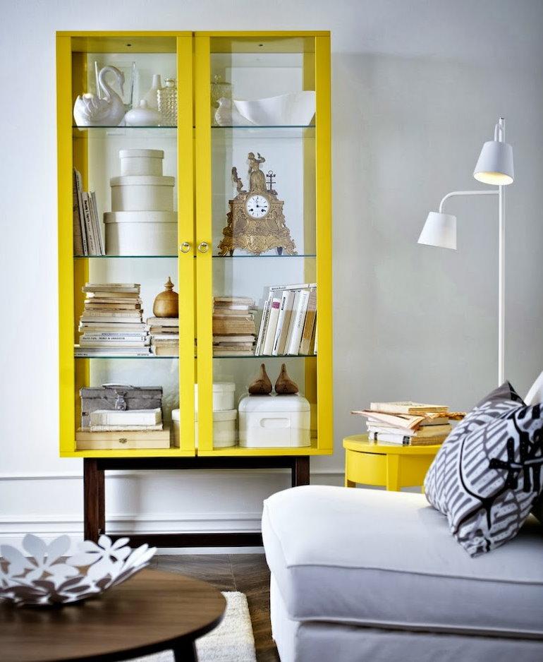 Tủ màu vàng