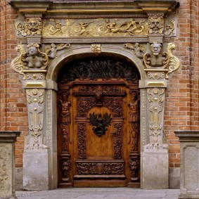idées de décoration de porte en bois d'entrée
