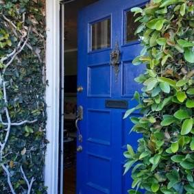 photo de décor de porte en bois d'entrée