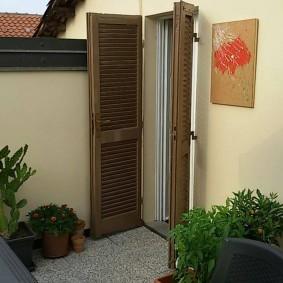 décoration de porte d'entrée en bois