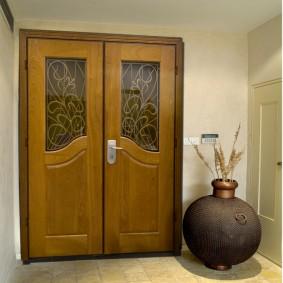 photo de conception de porte en bois d'entrée
