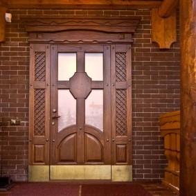 photo de porte d'entrée en bois