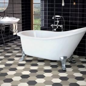 carreaux de sol dans la salle de bain