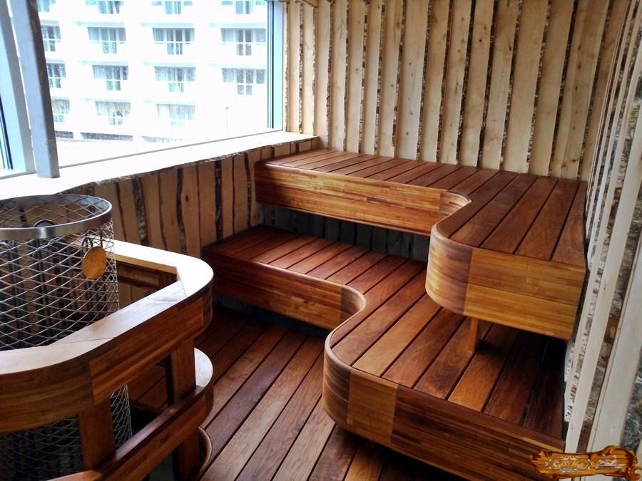 Tentes en bois dans le sauna du balcon