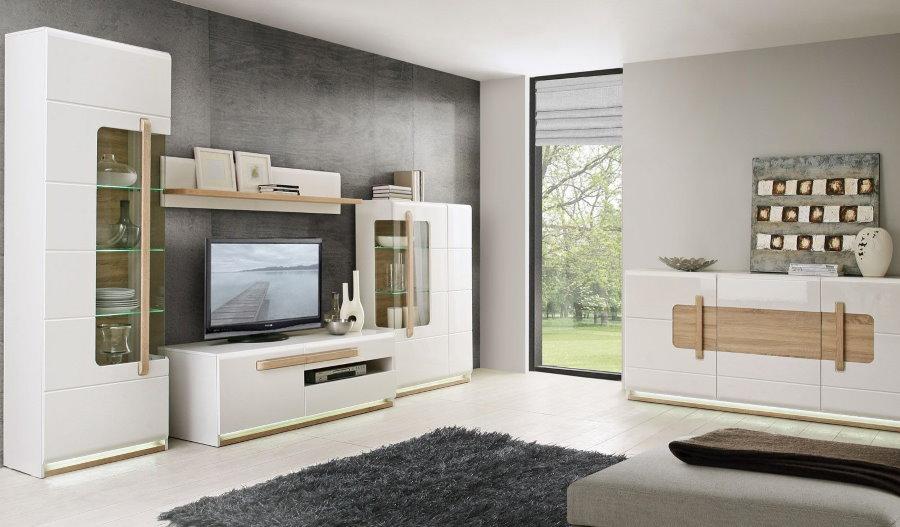Mur blanc avec des accents de bois