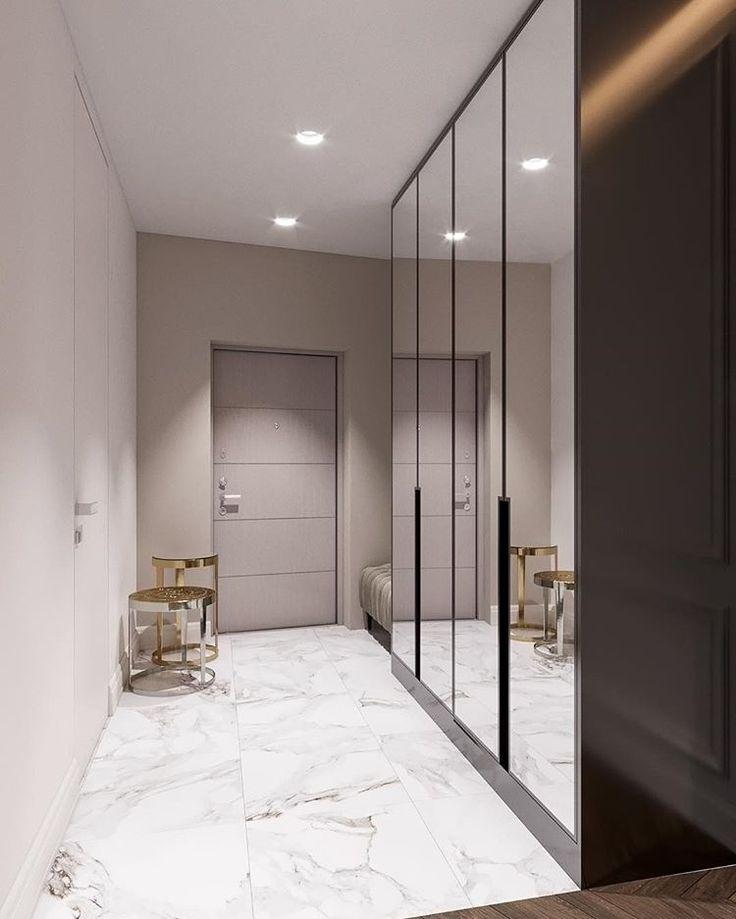 Plancher lumineux dans le couloir d'un appartement en ville
