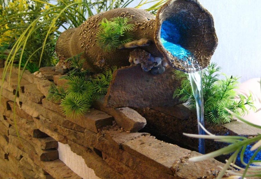 Fontaine décorative en forme de vieille cruche