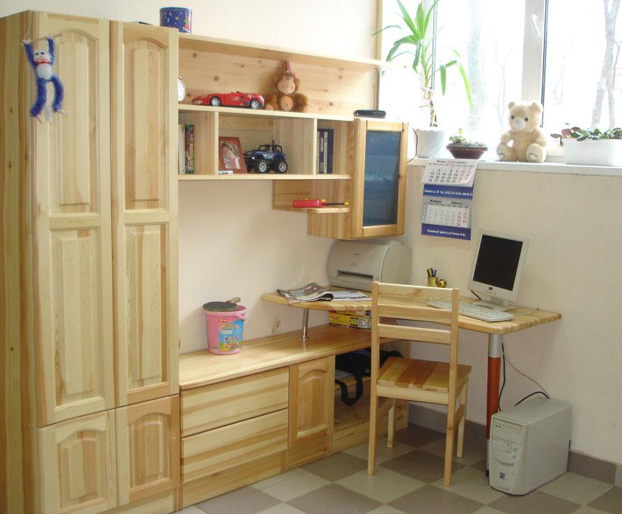 Meubles en bois pour enfants pour une petite pièce