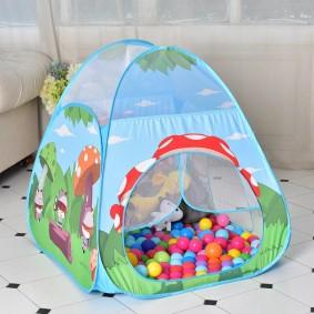 tente maison pour enfants avec des boules