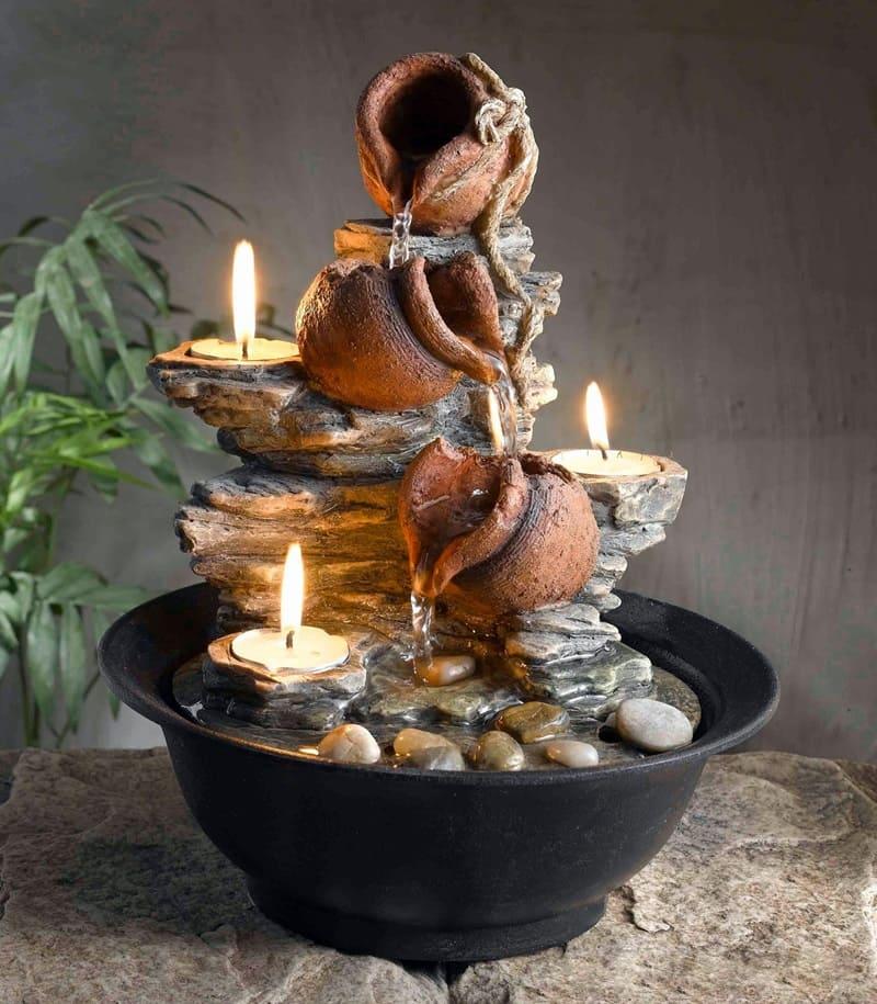 Fontaine en pierre décorative avec bougies