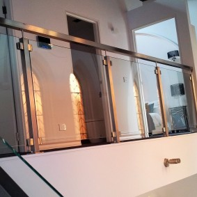 Garde-corps de balcon en métal et verre