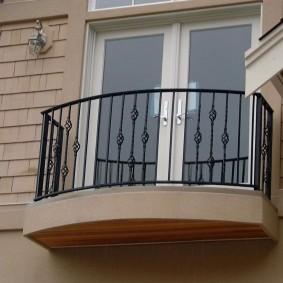 Garde-corps simple sur un petit balcon