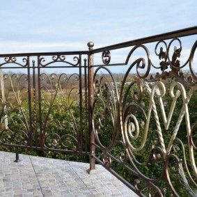 Carreaux de pierre au sol du balcon