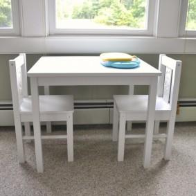 Table carrée blanche