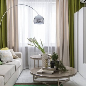 Lampadaire avec plafond chromé