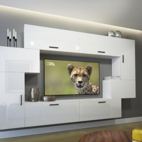 Conception de salon avec des meubles blancs