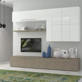 Mobilier modulaire dans le salon d'un appartement en ville