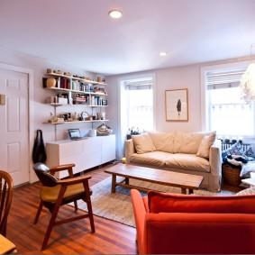 Zone de loisirs dans le salon d'un appartement de deux pièces