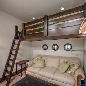 Lit mezzanine en staline avec un haut plafond