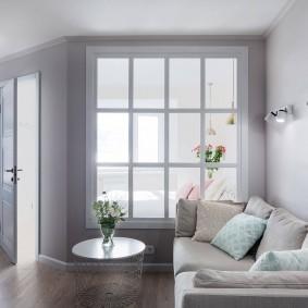 Canapé pliant dans une pièce lumineuse