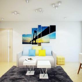 Peintures modulaires à l'intérieur de la salle