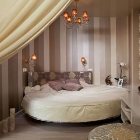 Chambre confortable avec un lit rond