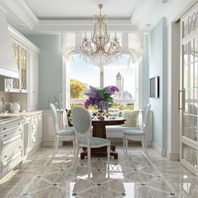 Plancher brillant dans la cuisine néoclassique