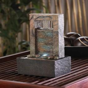 Fontaine miniature en pierre naturelle