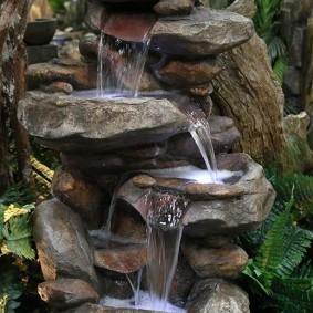 Fontaine au sol avec de l'eau réelle