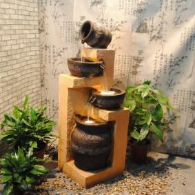 Fontaine au sol à l'intérieur du hall d'un appartement en ville