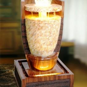 modèle de table d'une fontaine décorative sur un socle en bois