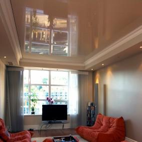 Plafond tendu dans un petit salon