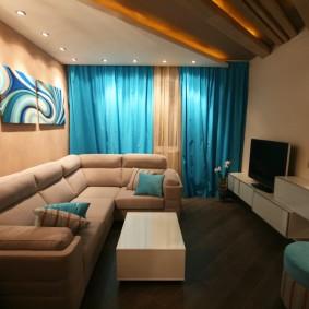 Rideaux turquoise dans une petite pièce