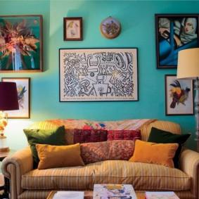 Mur turquoise dans un salon confortable